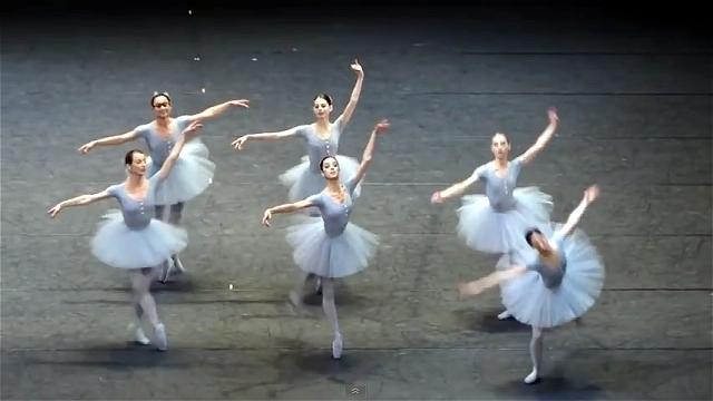 ロビンスのミステイク・ワルツ|あえて揃えないバレエが楽しい!