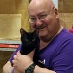シェルターから家族に迎え入れた数日後に飼い主の命を救った保護猫 7枚