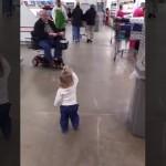 幸せを振りまき、人の心を和ませるのが大好きな1歳の女の子