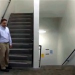 上っても下りても元の階へ戻ってしまう不思議な階段