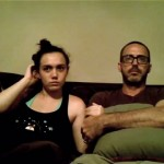 さすが親子!|ホラー映画を鑑賞する父と娘のリアクションが笑える