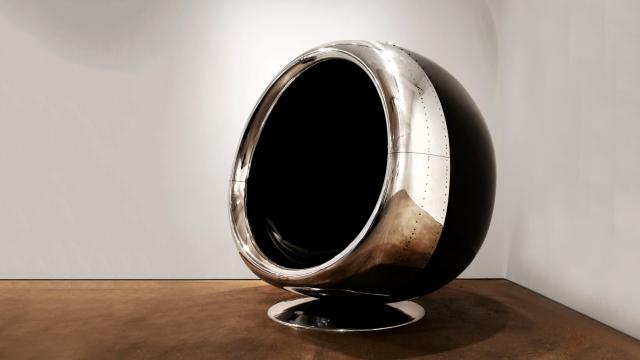 半端ない存在感!|ジェット機のエンジンカバーから作られたイス