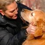 愛犬を亡くした女性。大好きだった公園に遺灰を撒いてあげると奇跡が…!