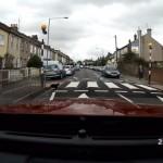 信号機のない横断歩道で、ある珍しい光景に遭遇した運転手