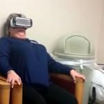 仮想空間のジェットコースターに没入。スリルに興奮しまくるママさん(笑)