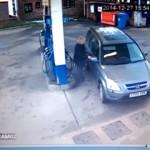 まるでコント(笑)|給油が出来ずにガソリンスタンドをぐるぐる回り続けるオバちゃん