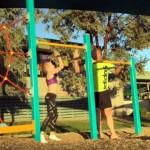 体操が得意な娘に負けじと、色んな体操技に挑戦する対抗心が旺盛なパパさん