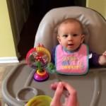 ブロッコリーを初めて食べる赤ちゃんの苦悩に満ちた表情がかわい過ぎ!