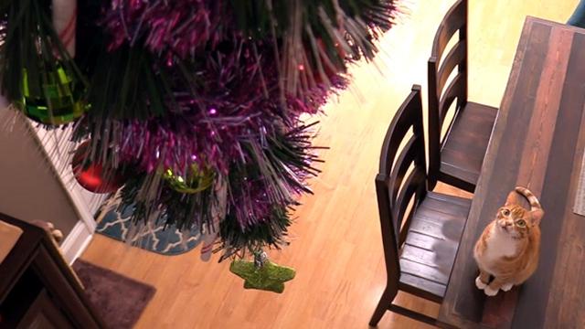 これでバッチリ!? 犬・猫対策仕様のクリスマスツリーいろいろ 16選