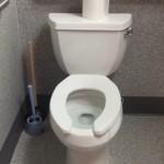 意味がわからない謎めいた作りのトイレ → どうしてこうなった!?