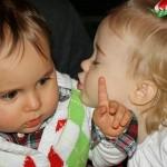 ふてぶてしい表情と態度で妙に大人びた子供たちの面白い写真アレコレ 30枚