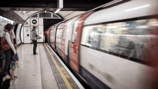 どちら向きに走っているのか、電車の進行方向がわからなくなる目の錯覚動画