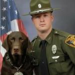 すまし顔で撮影された警察犬と男性パートナーの公式肖像写真 → 撮影の裏側ではこんなことが…(笑)6枚