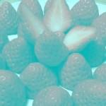 イチゴが赤く見えるのに、この画像に赤い色のピクセルはいっさい存在しないってホント?