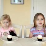 母親から「弟ができるよ」と知らされたお姉ちゃんと妹 → 二人のテンション違いすぎ!(笑)