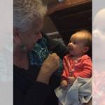 耳が聞こえない赤ちゃんに手話を教える祖母…心温まる感動の瞬間