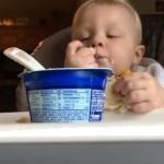 食事をする赤ちゃん・・・やがて心をわしづかみにされる可愛い展開に♡