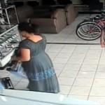 油断も隙もありゃしない!?・・・僅か10秒でテレビを盗み去ったコスタリカのおばちゃん