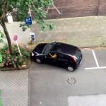 ああ、じれったい!?・・・いつまで経っても駐車できない女性ドライバー