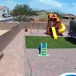 強風に煽らたトランポリンがUFOのように飛んで行く恐ろしい光景