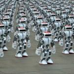 ロボット1069体が一斉に踊りだす壮観な光景。ギネス世界記録を更新!