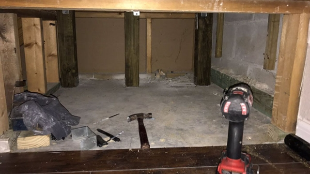 愛犬用に階段下の空間を寝室に改造 → ネット民も羨むオシャレな部屋に