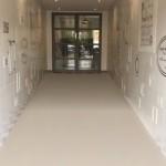 廊下を走らないようにデザインされたユニークなフロアがおもしろい!