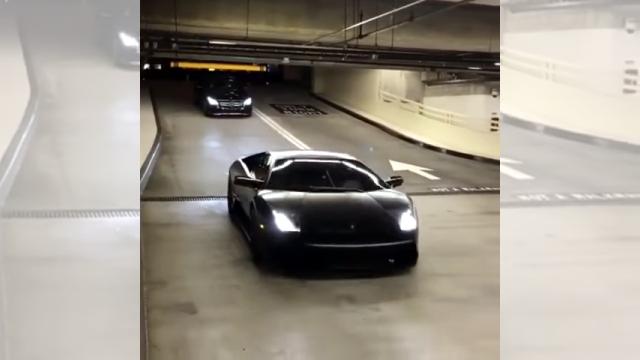 ランボルギーニだと駐車料金を払わなくて済むらしい(笑)