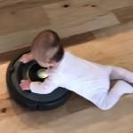 これは楽ちん♪・・・ハイハイしないで移動する方法を思いついた赤ちゃん