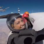 217人による世界最大のフォーメーション・スカイダイビングがスゴイ!