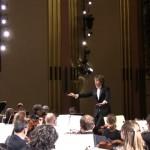 クラシックコンサートの会場で演奏中に思わぬ失態を演じた観客