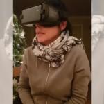 VR(仮想空間)で恐怖映像を疑似体験する女性。犬を抱き寄せたつもりが・・・