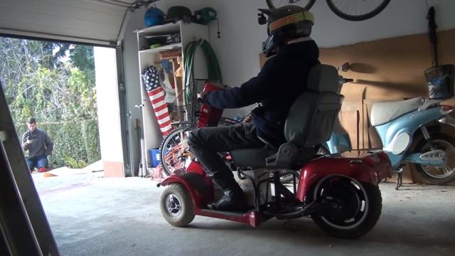 電動スクーターを改造。時速100キロ超えで公道を爆走してみた結果