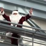 クリスマスのイベントで思わぬ事態に遭遇したサンタクロース