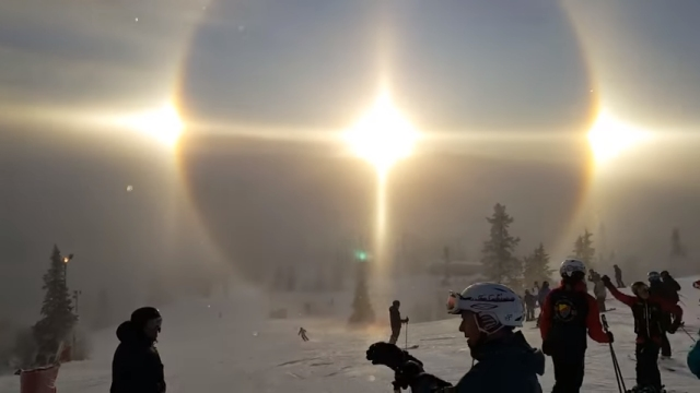 スウェーデンのスキー場で発生した幻想的で美しい自然現象