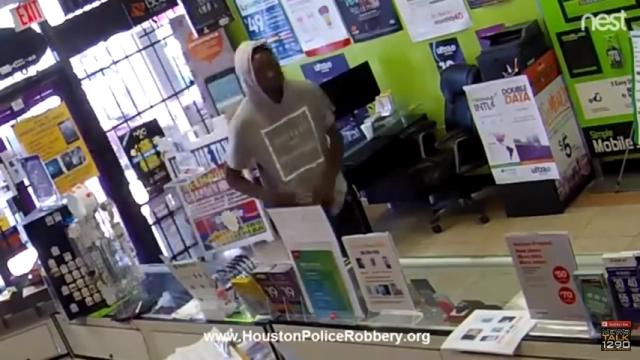 店に押し入ったものの、店内に閉じ込められてしまったドジな強盗