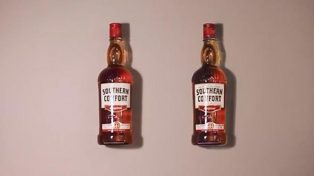 二本のウィスキーのどちらかはニセモノ・・・さて、本物はどっち?