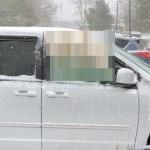 吹雪の日、隣に駐車した車の窓を見て思わずニッコリ♪