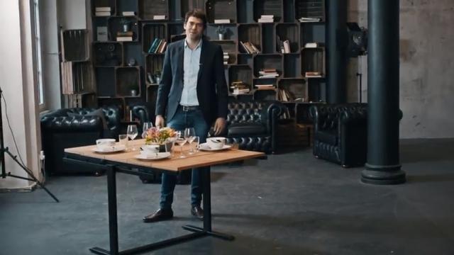 僅か数秒でテーブルから棚 v.v に変形するドイツ製の家具「スウィング」がおもしろい!