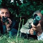 「撃たれる!?」と思った瞬間、運よく命拾いする映画の主人公のよくあるパターンをまとめた映像