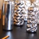 アルミの空き缶に親指で凹凸を作り、綺麗な模様の缶に仕上げていくアーティストが凄い!