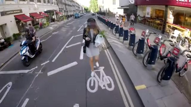 自転車専用レーンを通行する歩行者にブチ切れるサイクリスト