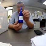 見ているだけで痒くなる蚊を寄せ付けない忌避剤のデモンストレーション映像