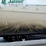 洗車するのが惜しくなる・・・車体の汚れをキャンバスにして描かれたアート 15枚
