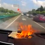 高速道路を走行中、iPhone6が突然発火!・・・車載カメラの映像が恐ろしい!(中国・上海)