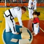 3歳の教え子と意思の疎通がうまくいかず、困り果てるテコンドーの師範(笑)