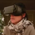 VR(仮想現実)を体験する女性、恐怖に怯えて抱きしめた愛犬に珍事が・・・
