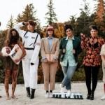 毎年、ある俳優が演じた役をテーマにコスプレで着飾る7人の仲良しお姉さんたち 15枚