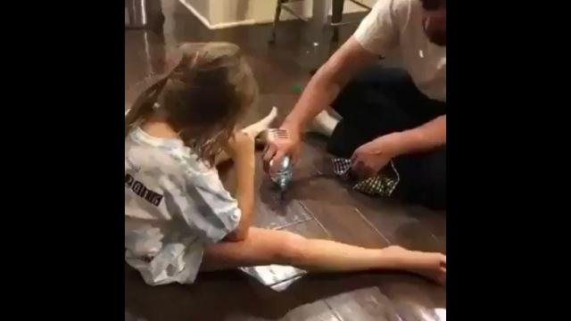 どちらが素早く反応できるかを競うゲームを始めたパパと娘→はたしてその結果は?・・・