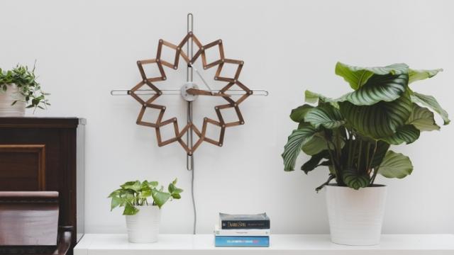 時間とともに変形する壁掛け時計がおもしろい!